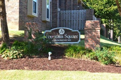 Germantown Condo/Townhouse For Sale: 6592 S Poplar Woods #1