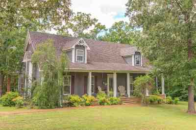 Selmer Single Family Home For Sale: 130 Burk Hill