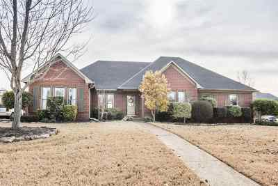 Arlington Single Family Home For Sale: 12011 Country Valley