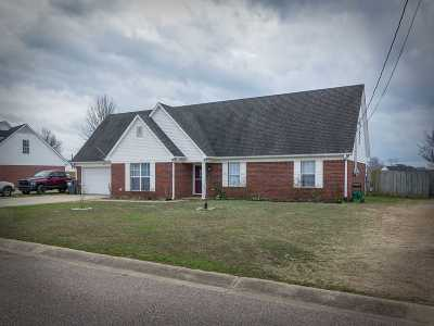Brighton Single Family Home For Sale: 61 Woodchase