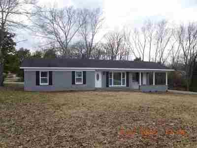 Savannah TN Single Family Home For Sale: $134,500