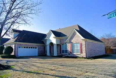Collierville Single Family Home For Sale: 120 Berryfield
