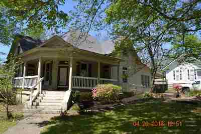 Single Family Home For Sale: 704 Liberty