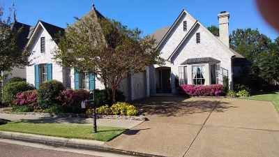 Collierville Single Family Home Contingent: 1646 Laurel Knoll
