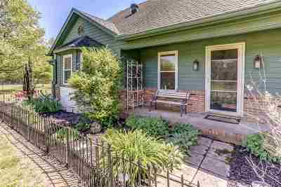 Oakland Single Family Home For Sale: 550 Lazenby
