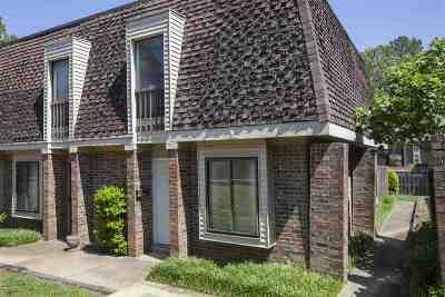 Germantown Condo/Townhouse For Sale: 6596 S Poplar Woods #6