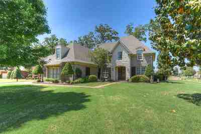 Collierville Single Family Home Contingent: 1154 W Old Hearthstone
