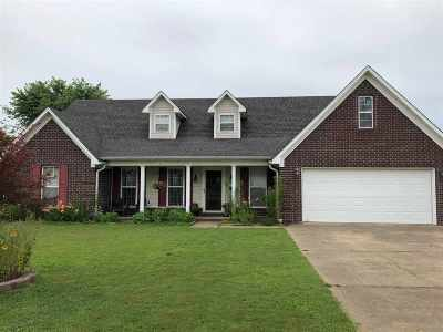 Brighton Single Family Home For Sale: 72 Windward Place