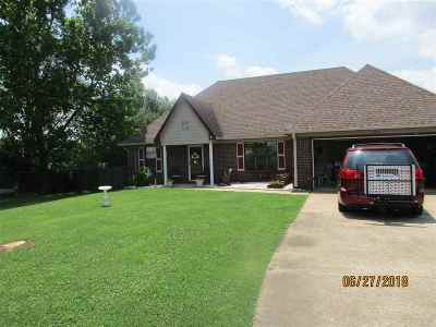 Atoka Single Family Home Contingent: 1515 Rosemark