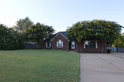 Atoka Single Family Home For Sale: 62 J E Blaydes