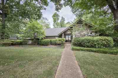 Memphis Single Family Home For Sale: 2220 Hickory Crest