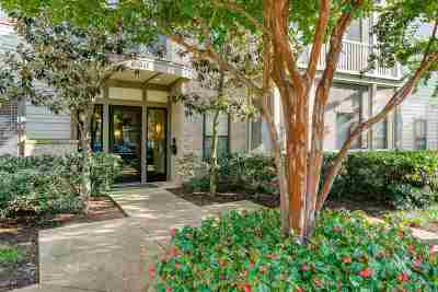 Condo/Townhouse For Sale: 680 Harbor Bend #112