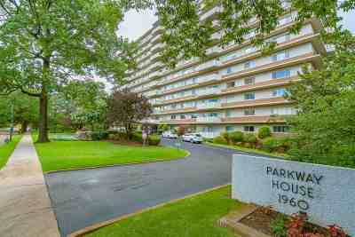 Vollintine Evergreen Condo/Townhouse Contingent: 1960 N Parkway #702