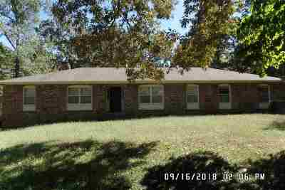 Selmer Single Family Home For Sale: 637 Country Club