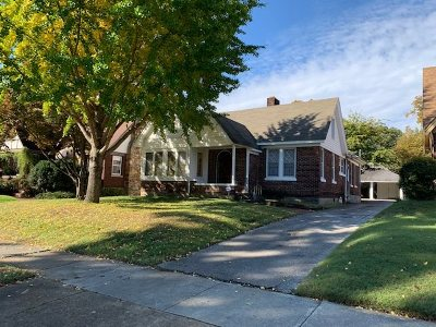 Single Family Home For Sale: 919 University
