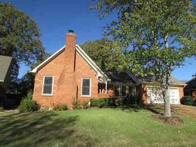 Memphis Single Family Home For Sale: 2239 Oak Hollow