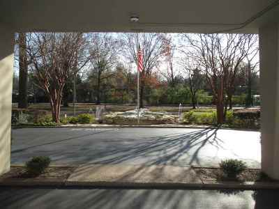 Vollintine Evergreen Condo/Townhouse Contingent: 1960 N Parkway #907