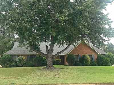 Collierville Single Family Home Contingent: 1104 Wincreek