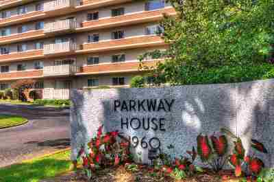 Condo/Townhouse For Sale: 1960 N Parkway #903