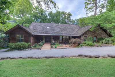 Memphis Single Family Home Contingent: 8510 Karlstad