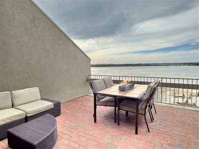 Memphis Condo/Townhouse For Sale: 339 Riverbluff #2