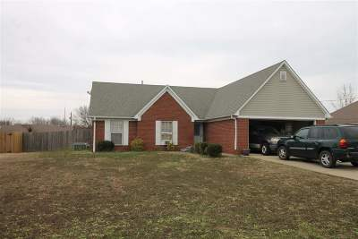 Brighton Single Family Home For Sale: 178 Woodlawn Trace