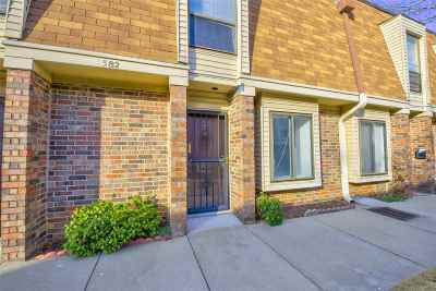 Germantown Condo/Townhouse For Sale: 6582 S Poplar Woods #3