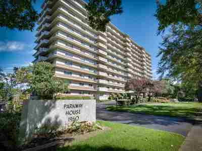 Condo/Townhouse For Sale: 1960 N Parkway #711