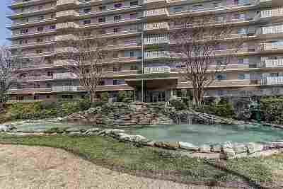 Vollintine Evergreen Condo/Townhouse Contingent: 1960 N Parkway #1202