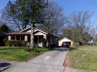 Single Family Home For Sale: 801 Moon