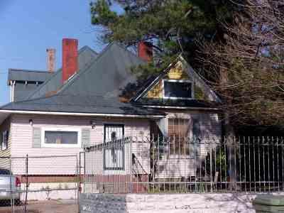 Single Family Home For Sale: 921 S Willett