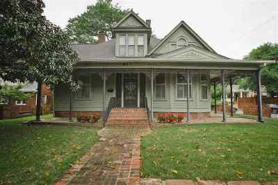 Single Family Home For Sale: 617 S McLean