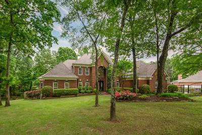 Memphis Single Family Home Contingent: 7725 Chapel Ridge
