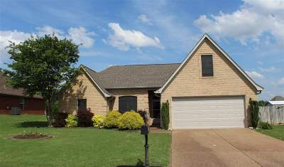 Oakland TN Single Family Home Contingent: $189,900
