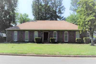 Memphis Single Family Home For Sale: 5725 Eastover