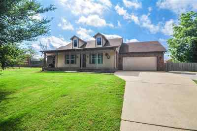 Atoka Single Family Home For Sale: 208 Honeysuckle