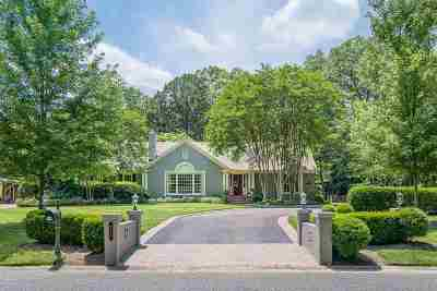 Memphis Single Family Home For Sale: 221 Belle Meade