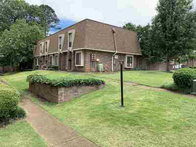 Germantown Condo/Townhouse For Sale: 1896 E Poplar Woods #1