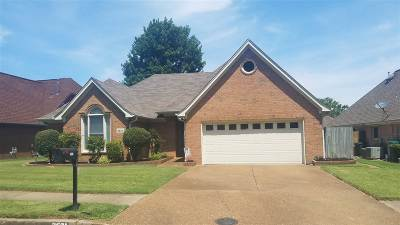 Memphis Single Family Home For Sale: 2621 Country Glade