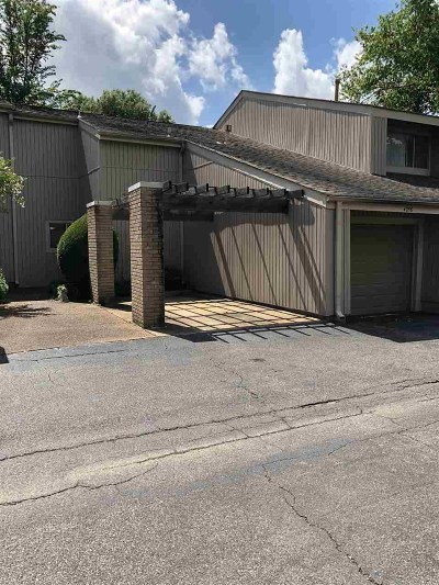 Shelby County Condo/Townhouse Contingent: 4756 Eagle Crest #4102