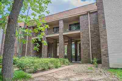 Germantown Condo/Townhouse Contingent: 1857 W Poplar Woods #1857