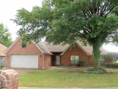 Collierville Single Family Home For Sale: 1300 Wolf Lair