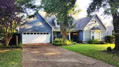 Memphis Single Family Home Contingent: 8269 Timber Oaks