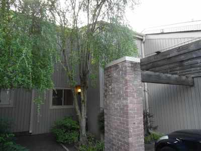Single Family Home Contingent: 741 Forest Lake #Forest L