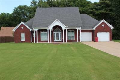 Single Family Home Sold: 134 Brooks Meadow