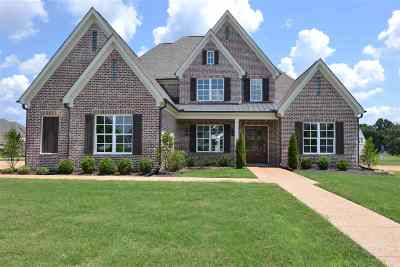 Piperton Single Family Home Contingent: 1130 N Greenbrier Lakes