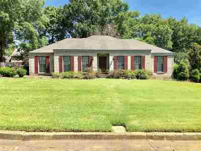 Collierville Single Family Home Contingent: 136 E Lawnwood