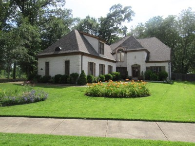 Collierville Single Family Home Contingent: 853 Deep Woods