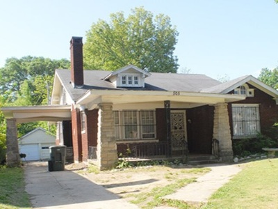 Memphis Single Family Home For Sale: 505 S Parkway