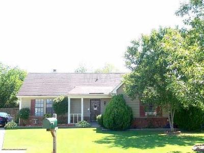 Memphis Single Family Home For Sale: 2603 E Lake Country